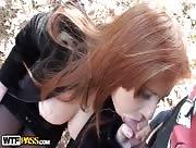 Video sexe rousse charnue suce des bites