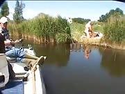 Pêcheur fait la rencontre d'un couple exhib